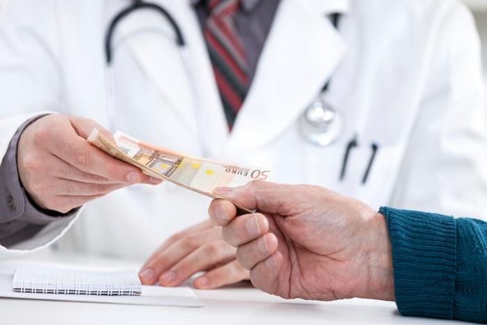 Прокурор довів вину лікаря в одержанні 12 тис грн хабара