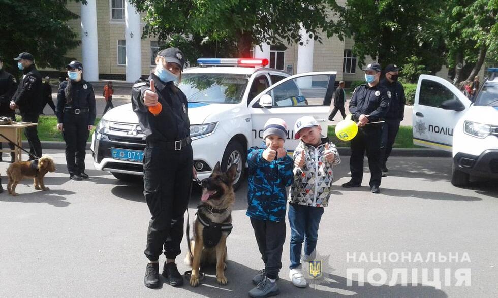 Поліцейські Прилуччини привітали малечу з Міжнародним Днем захисту дітей