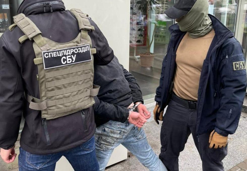 СБУ викрила поліцейську, яка викрадала наркотики із речових доказів і продавала їх