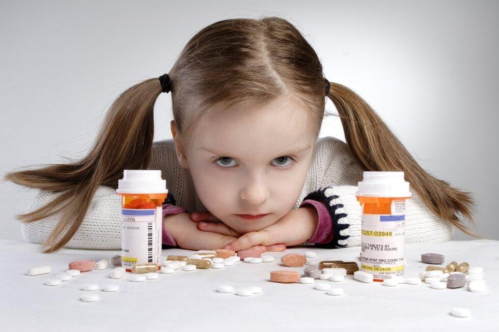 Рада заборонила в Україні продаж неповнолітнім лікарських засобів