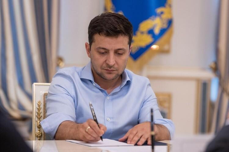Зеленський підписав закон про корінні народи України без згадки про росіян