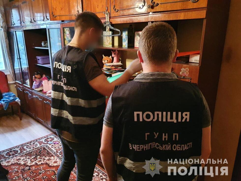 На Чернігівщині поліція викрила групу Інтернет-шахрайок, які діяли по всій Україні