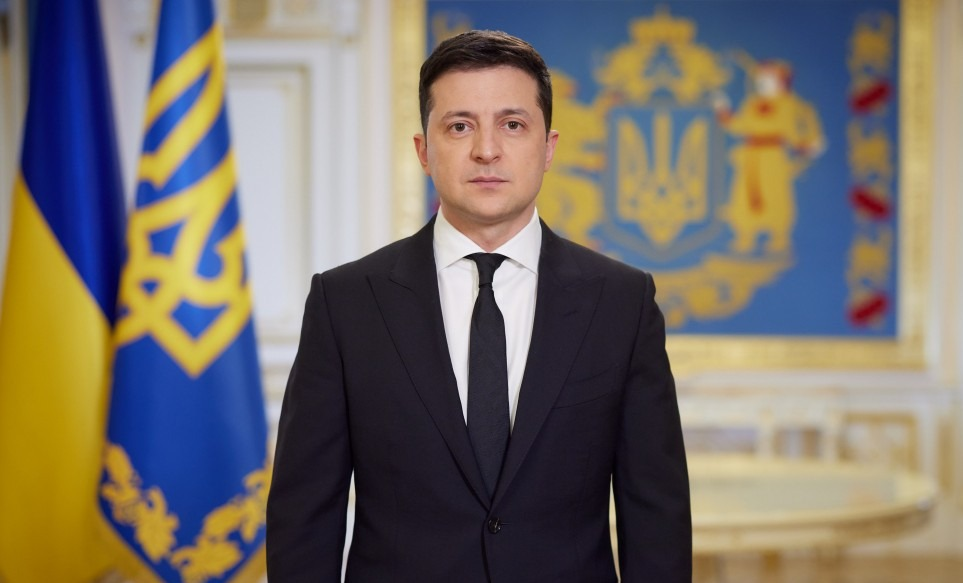 Зеленський наказав роздати малозабезпеченим дітям по 2000 грн до навчального року