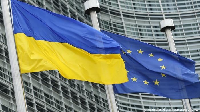 ЄС погрожує забрати безвіз в України — вимагає боротьби з корупцією
