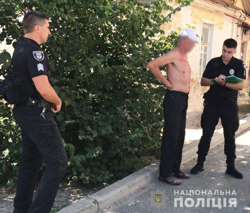 Чернігівська поліція запобігла спробі самоспалення громадянина