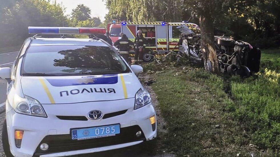 На Прилуччині BMW влетіла в дерево: водій загинув на місці