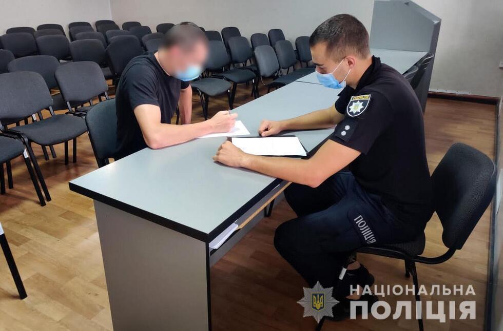 У Прилуках поліція затримали чоловіка, який викрав з магазину понад 42 тисячі гривень