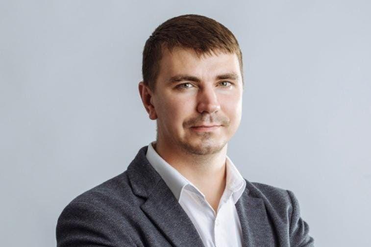 """Колишнього """"слугу народа"""" Антона Полякова знайшли мертвим у таксі"""
